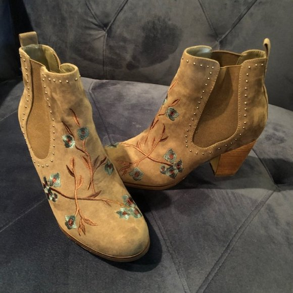 Crown Vintage Floral Studded Ankle Boot Size 8